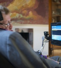 Hawking-using-his-new-comms-system