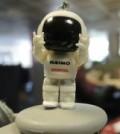 ASIMO_robot_keyring-320-80